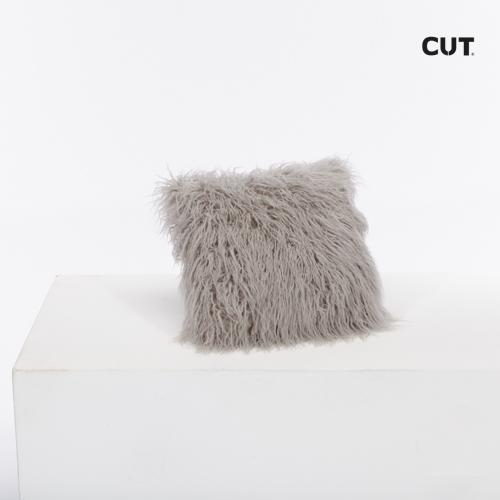 Fashion props in Mallorca cushion pink furry square 01
