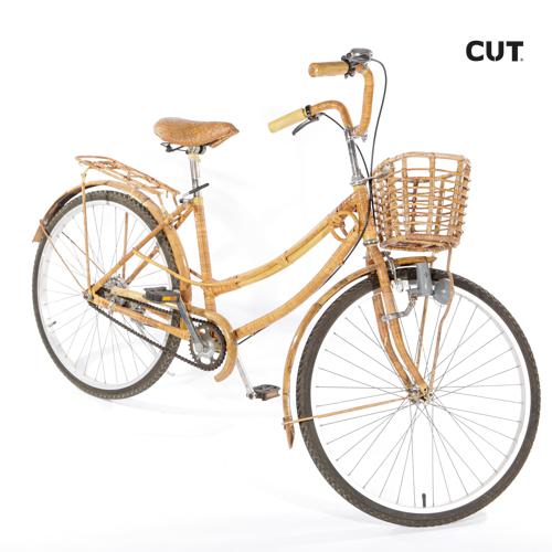 Fashion props in spain bike ride brown wicker 02