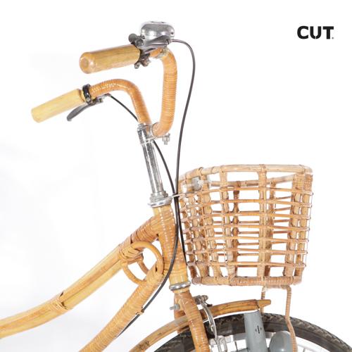 Fashion props in spain bike ride brown wicker 03