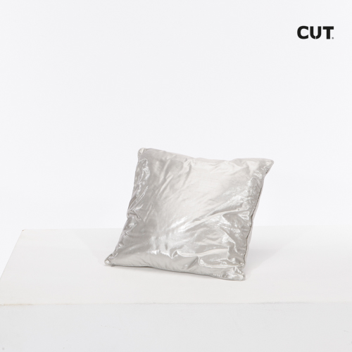 Photography props cushion silver square 01