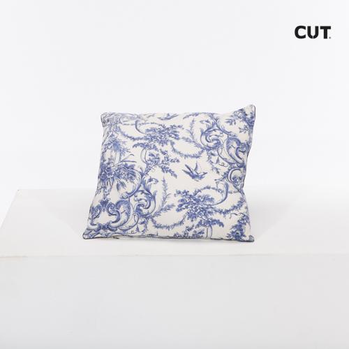 Photoshoot props cushion blue classic print square 01
